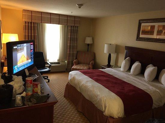 Dothan, AL: nice big comfy bed and nice TV