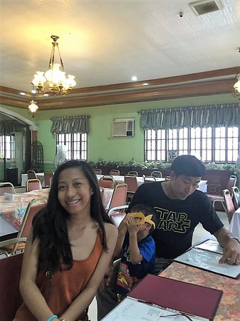 Taal, Filipinler: The only restaurant I found which gave us relief from heat outside.