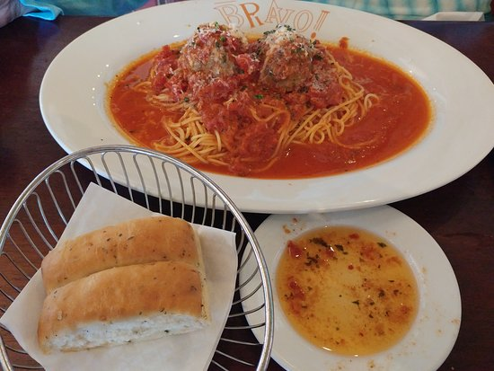 West Chester, OH: Deliciousness !  Spaghetti and meatballs and bread for lunch !