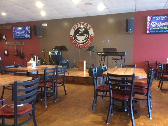 Millersburg, OH: Stage area for when they have bands come in and seating
