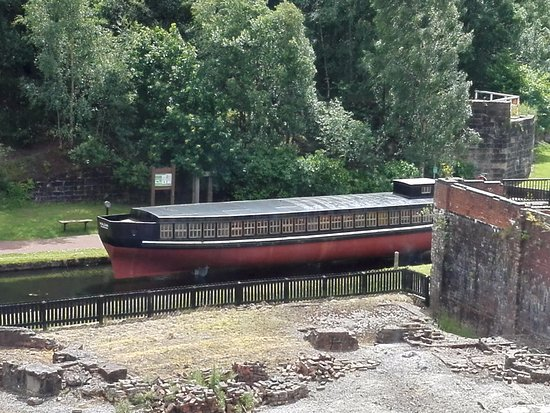 Coatbridge, UK: vulcan barge