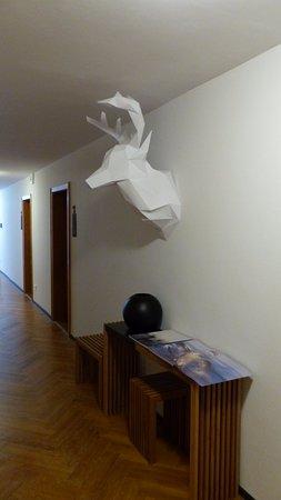 Sankt Margen, Germania: Origami-Hirsch im ersten Stocxk