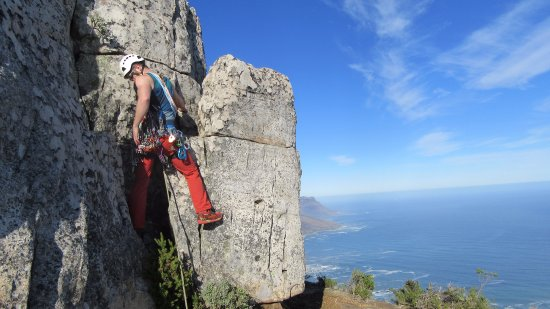 Ciudad del Cabo, Sudáfrica: Learning to set a trad anchor at Lion's Head