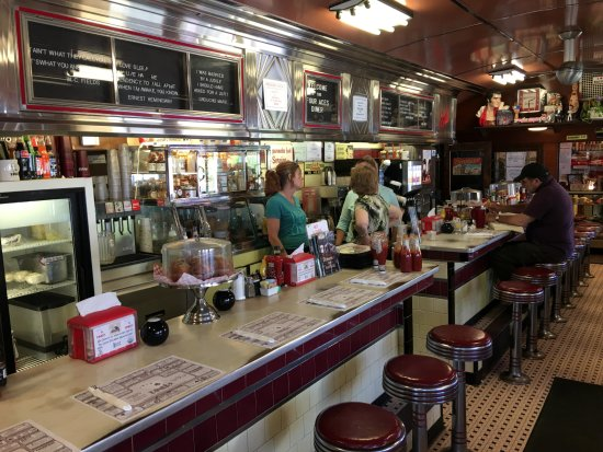 4 Aces Diner : Inside counter