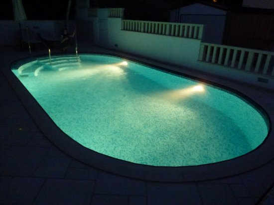 Seget Vranjica, Croatia: Pool Lit Up At Night