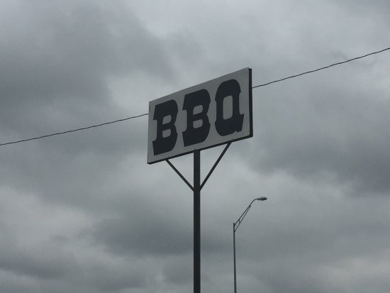 Heavy's Barbecue: BoMax:  Heavy's BBQ in Hondo Texas.   Great food...Top 50 BBQ in Texas Monthly.  See BBQ sign of