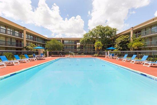 Gretna, LA: Pool Area