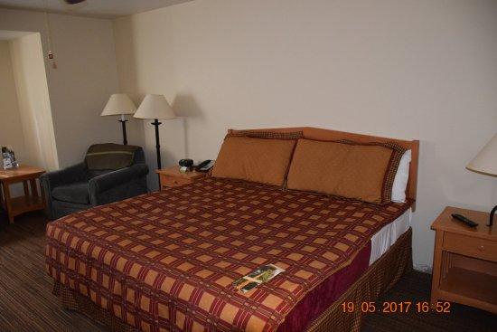 Wuksachi Lodge: full bed