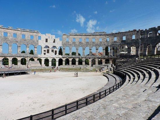 Αμφιθέατρο της Πούλα: inside