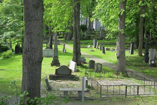 Nidaros Pilgrim Centre: Fra vinduet ser man den gamle kirkegården, og Nidarosdomen i bakgrunnen. Stille!