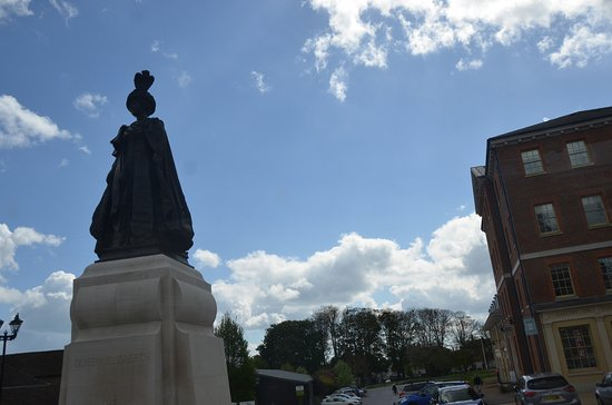 Dorchester, UK: Statue of Queen Mother in Poundbury