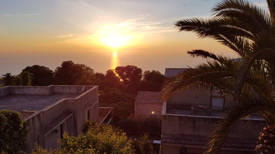 Ristorante Monte San Giuliano: Sunset over Erice roofs
