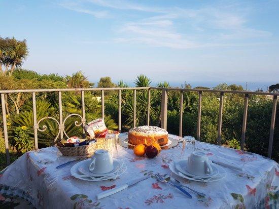 Villa Damecuta: colazione sulla terrazza