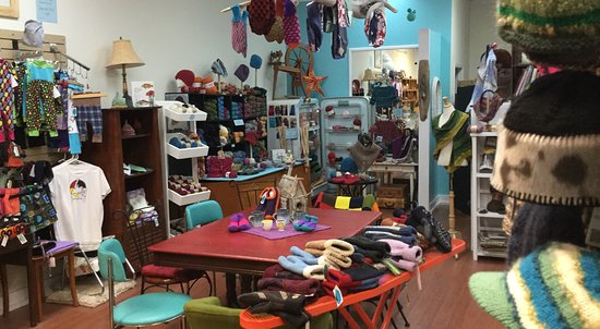 Corner Brook, Kanada: Locally handmade fine craft, natural fibre~knitting supplies in this concept shop full of charac
