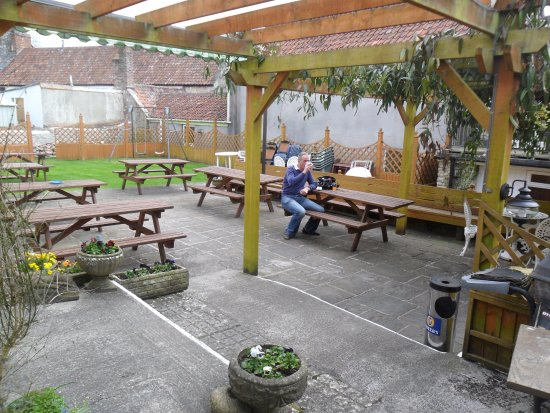 Beer Garden at The George Inn in Croscombe. Photo by Patty @Latinzest