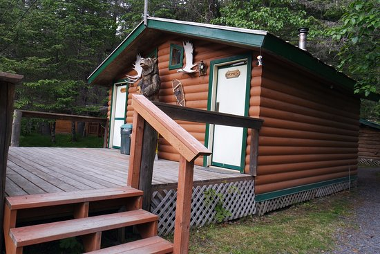 Alaska Creekside Cabins: Shared bathrooms. Very clean and cute.
