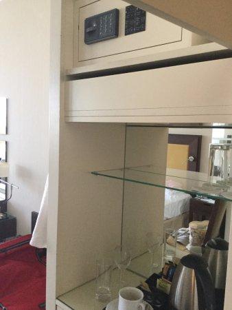 Corinthia Hotel Prague: Room safe 170 cm above floor