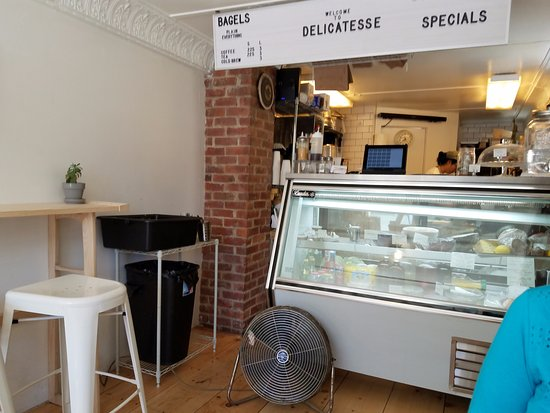 Shelburne Falls, MA: Order your meal here.....made fresh on the spot.