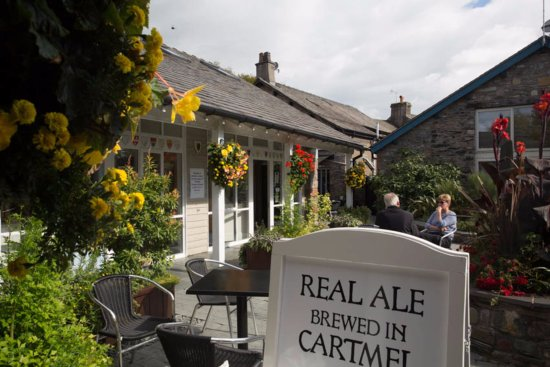 Cartmel, UK: Enjoy craft beer, amazing cheeses, local bread and pies, fine wines and cocktails in Unsworth's