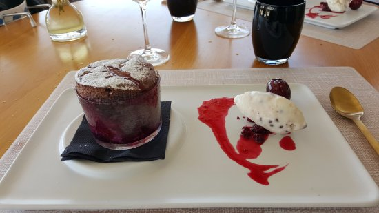 Pau, Spanien: Soufflet aux cerises