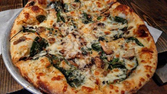 San Marcos, CA: Absolutely delicious, unique pizzas!