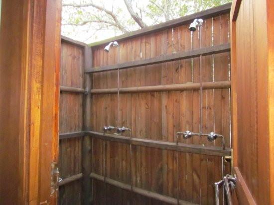 Nkambeni Safari Camp: kind of a out door shower, was good, no problems.
