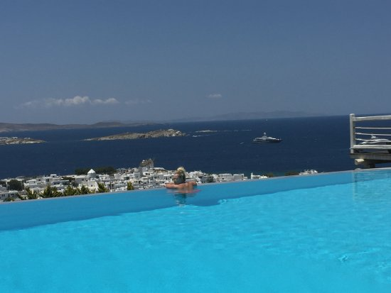 Vencia Hotel: Pool with a view