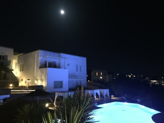 Vencia Hotel: Vencia at night