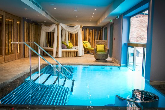 Barnby Moor, UK: Indoor/outdoor vitality pool in Spa at Ye Olde Bell