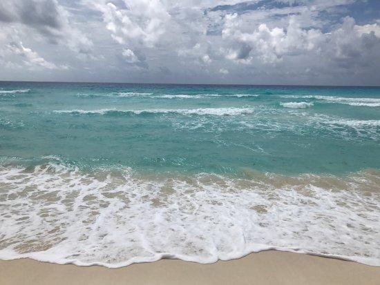 Villas Marlin: Чудесное место! Пожалуй, лучший пляж на побережье) всегда стоят красные флажки-волны, но это пот