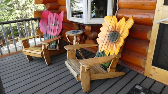 Copper Center, Alaska: Who wouldn't enjoy relaxing on the cabin's back porch?