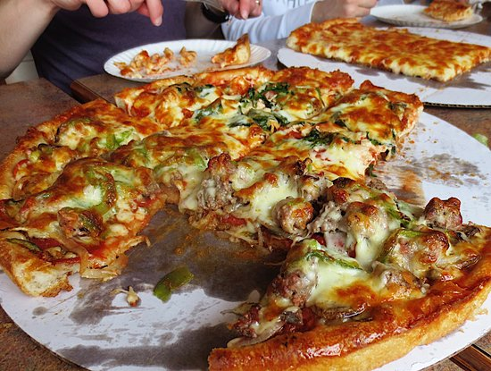 Greenfield, MA: Village Pizza