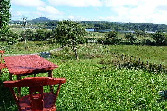 Recess, Ιρλανδία: Paysage vu de la porte de l'auberge