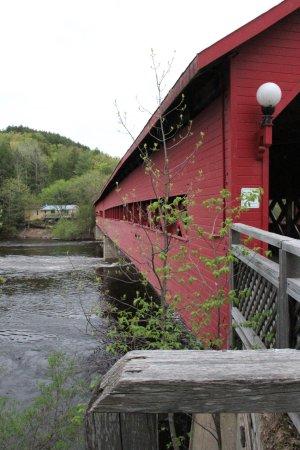 Wakefield, Kanada: Die Brücke Das Bild spricht für sich, ein beeindruckendes Bauwerk
