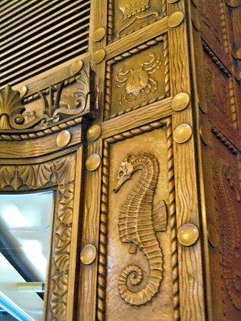 Shedd Aquarium - Bronze entrance door frames with seahorses and crabs & Shedd Aquarium - Bronze entrance door frames with seahorses and ... pezcame.com