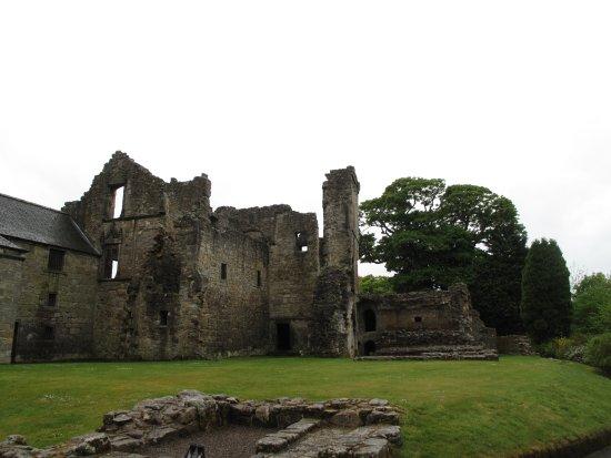 Aberdour Castle: Grounds
