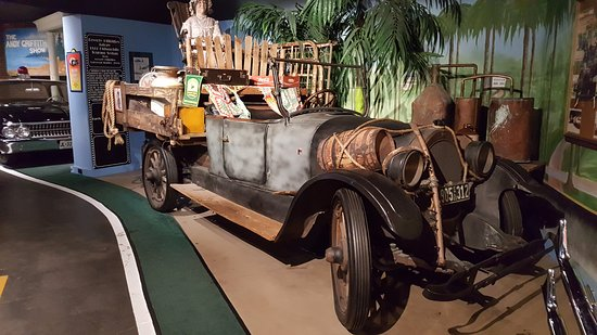 Hollywood Star Cars Museum : Beverly Hillbillies