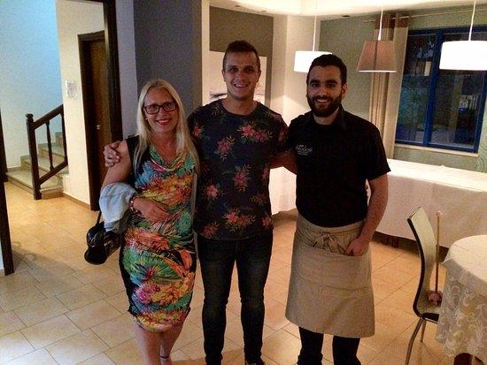 Parigoria, Greece: Bravissimo personale!👍🏻Cameriere Manolis  è molto professionale e anche cameriere Aris e baris
