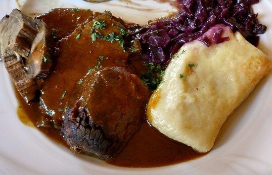 Hartmannsdorf, Allemagne : Sauerbraten, Kloese, and Rotkohl - delicious