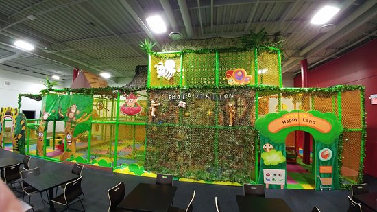 Fort Saskatchewan, Canada: 3-story soft play