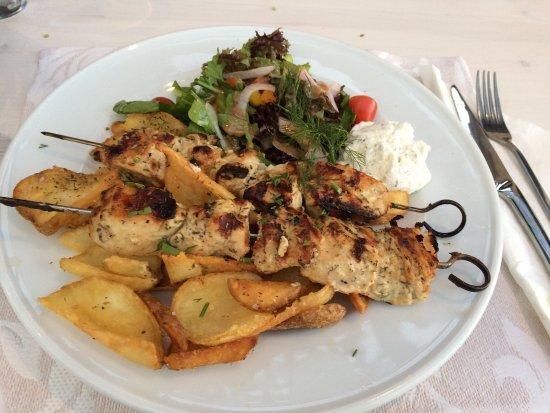 Parigoria, Greece: Soulaki(spedini)che di pollo e spedini di gamberi sino squisiti!👍🏻👍🏻👍🏻