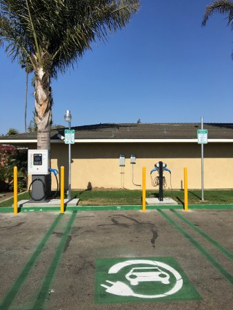 Santa Maria, CA: Electric Vehicle Charging Station