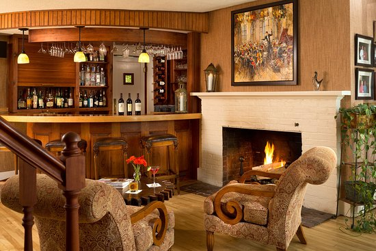 Sugar Hill, NH: Tavern with full bar and award winning wine list