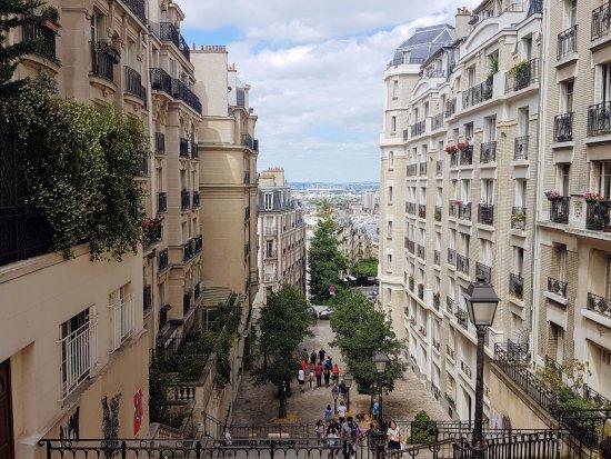 Quartier Montmartre Paris Picture Of Montmartre Paris