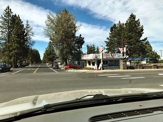 Sno Cap Ice Cream: side street view -parking in the surrounding area