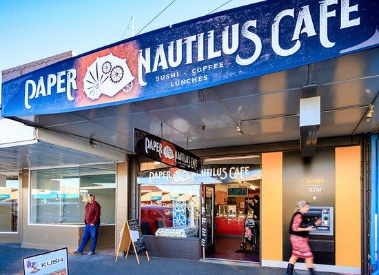 Motueka, Nowa Zelandia: Paper Nautilus Cafe, the only cafe offering Sushi, and Syphon Coffee