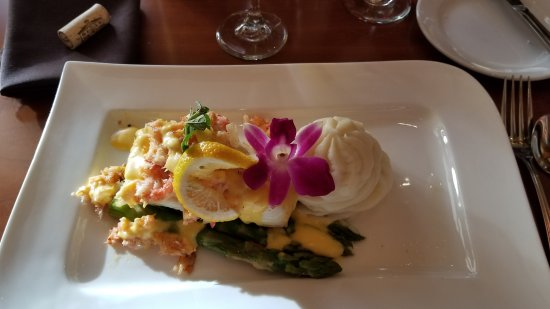 SWITCHBACK GRILLE & TRADING COMPANY: Halibut with crab. Nice presentation but way over cooked and dry