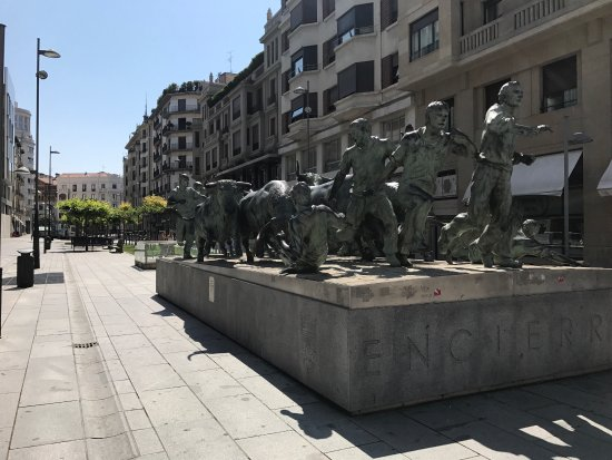 Monumento al Encierro: photo0.jpg