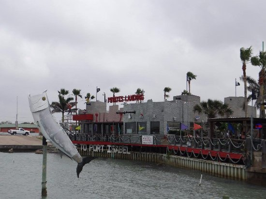 Port Isabel, Τέξας: View of the restaurant from the Pirate's Landing Fishing Pier