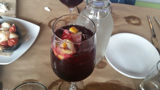 Farmington, CT: Red Sangria